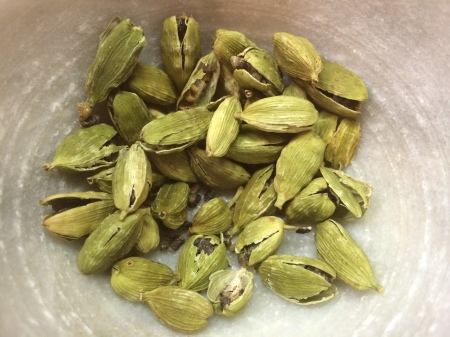 Crushed Cardammom Pods